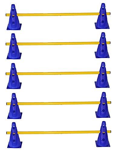 Esta combinación de 15 unidades de vallas permite variados construcciónes y entrenamientos diversificados. 10x conos multifuncionales, altitud: 23 cm, 3 agujeros cada lado, color: azul 5x picas, longitud: 100 cm, diámetro: 25 mm, color: amarillo Esta...