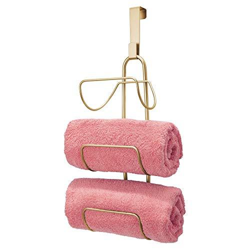 mDesign Toallero sin taladro para colgar – Estantería de baño en metal con 3 soportes – Elegante colgador para puerta para guardar toallas de baño, de mano o manoplas – dorado latón