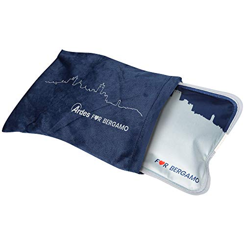 Ardes AR076A Scaldino Sole Mio Soft for Bergamo a Forma di Cuscinotto con Custodia in Morbido Pile con Skyline BG, Caldo per 6 Ore, Azzurro Blu