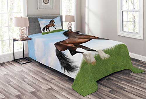 ABAKUHAUS Natur Tagesdecke Set, Pferd Pacing auf Gras, Set mit Kissenbezügen Waschbar, für Einselbetten 170 x 220 cm, Grün Braun