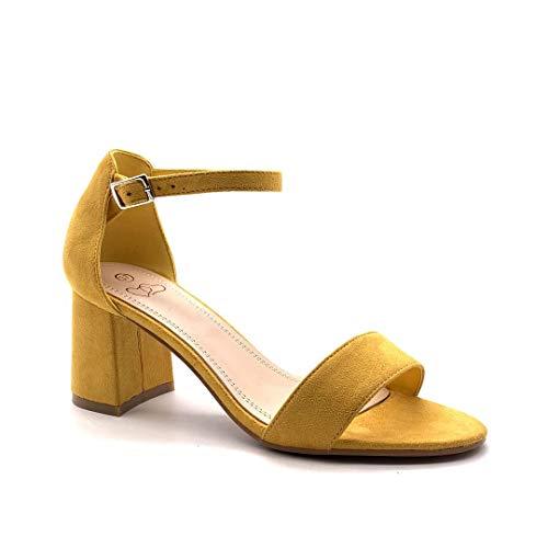 Sandalias amarillas de tacón ancho y punta descubierta