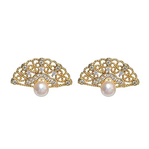 Pendientes de tuerca de plata de ley 925 chapados en oro de 14 quilates con perla de agua dulce natural y circonita cúbica con forma de vieira para mujeres y niñas
