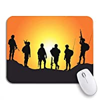 ROSECNY 可愛いマウスパッド 日没のコレクションに対する陸軍の兵士のシルエットを目指して戦争アメリカの滑り止めゴムの裏付けノートパソコンのマウスパッドのマウスパッド