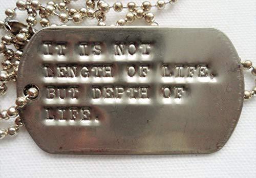 英文でRalph Waldo Emerson(エマーソン)It is not length of life, but depth of life. 重要なのは人生の長さではない。人生の深さだ。 ペンダント
