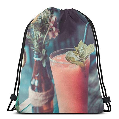 NA Glas Van Fruit Sap Naast Een Fles Met Bloemen En Helder Glas Beker Gepersonaliseerde Klassieke Draagbare Trekkoord Backpack,14.2