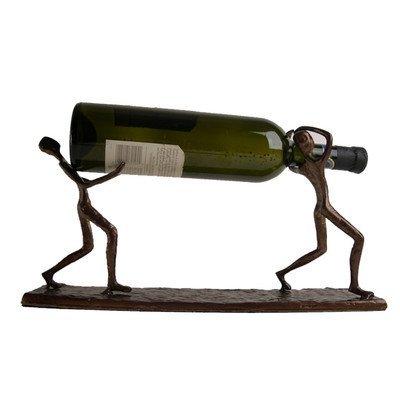 Danya B dos hombres llevar una botella Metal Vino soporte