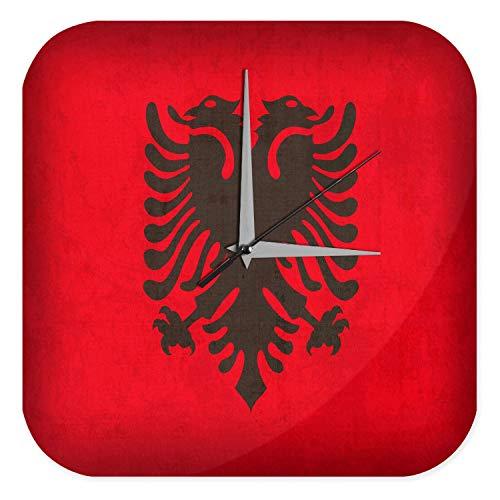 LEotiE SINCE 2004 Wanduhr mit geräuschlosem Uhrwerk Dekouhr Küchenuhr Baduhr Urlaub Reisebüro Deko Albanien Flagge Acryl Uhr Retro
