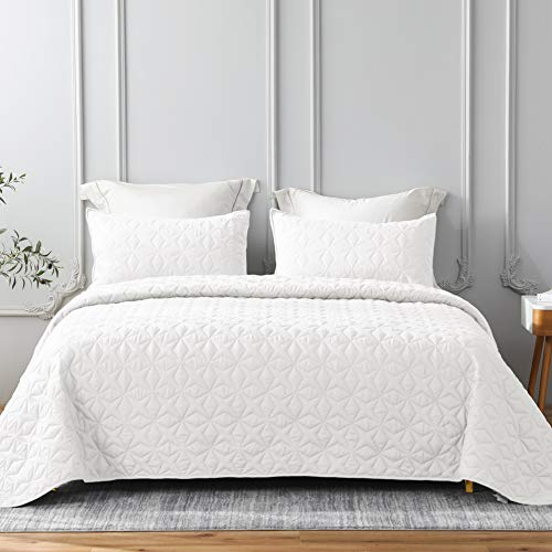 Whale Flotilla Quilt Set Full/Queen Size, Soft Microfiber Lightweight Bedspread Coverlet Bed Cover (Star Pattern) for All Seasons, White, 3 Pieces (Includes 1 Quilt, 2 Shams)