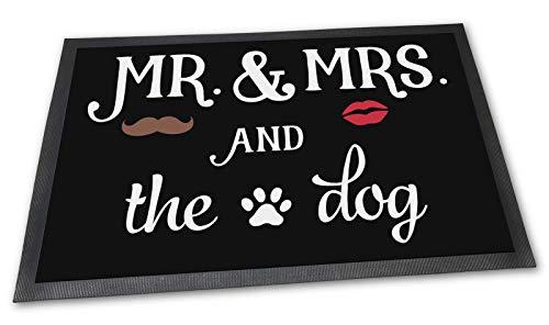 PfotenSchild Fußmatte mit lustigem Spruch - Mr & Mrs and The Dog - 75 x 50 cm - EIN Hund - Beste Geschenkidee für Familie mit Hund