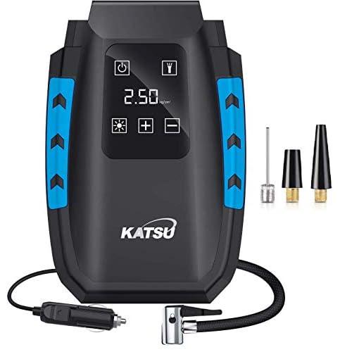 KATSU Compressore Aria Portatile Digitale Mini Pompa Elettrica per Gonfiare Pneumatici delle Auto, Moto, Palle, con Spegnimento Automatico + Luce a LED + 3 Ugelli di Gonfiaggio + Valigetta