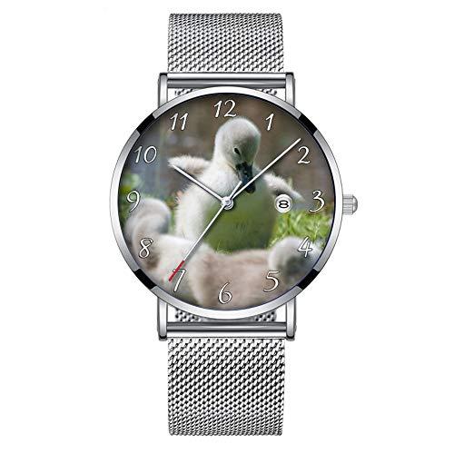 Minimalistische Mode Quartz Polshorloge Elite Ultra Dunne Waterdichte Sport Horloge met Datum met Mesh Band 317.Drie Baby Zwaan Cygnet Eendjes Knuffelen Samen
