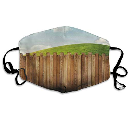 Wooden Garden Fence On Grassland Pastoral Environment met Cloudy Sky Printing Mouth Cover voor volwassenen