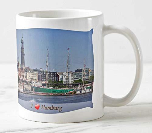 Exklusiver Hamburger Kaffee Becher - I Love Hamburg - Motiv: Hamburg Panorama zwischen Landungsbrücken und Michel im Hafen Hamburg - Tassen/Fotos/Bilder/Souvenirs
