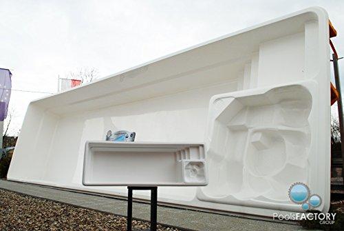 Piscina grande de plástico reforzado de vidrio con molde en miniaturaMinipiscina de plástico reforzado de vidrio.