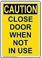 注意サイン-使用しないときはドアを閉めてください。 通行の危険性屋外防水および防錆金属錫サイン