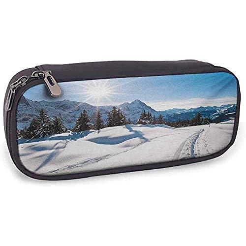 Bedruckte Bleistiftbeutel Winter Nettes Zubehör Panorama Winterlandschaft auf schneebedeckten Berg mit sonnigem Wetter und Bäumen Foto