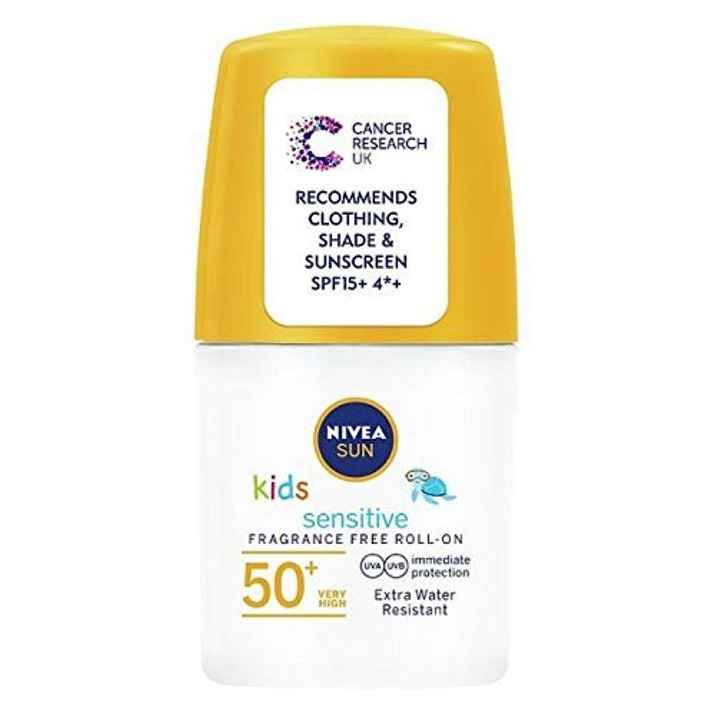 砂利もっと少なくマーキング[Nivea ] ニベアの太陽の子供たちは、ロールオンSpf 50+敏感肌の50ミリリットルを日焼け止めクリーム - NIVEA SUN Kids Suncream Roll-On SPF 50+ Sensitive Skin 50ml [並行輸入品]