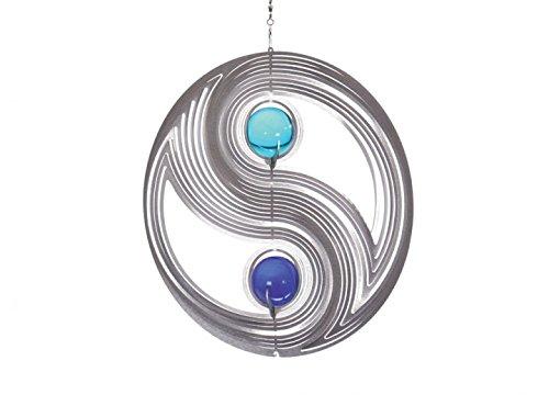 Illumino Windspiel Yin Yang für den Garten aus Edelstahl | 35 mm Opal Glas-Kugeln | Rostfreies Metall | Garten-Dekoration für draußen zum Aufhängen | Türkis und Kobaltblau | 210 mm Durchmesser