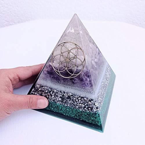 Pirámide de orgón hecha con cuarzo rosa, cuarzo cristal, amatista y semilla plateada de la vida.