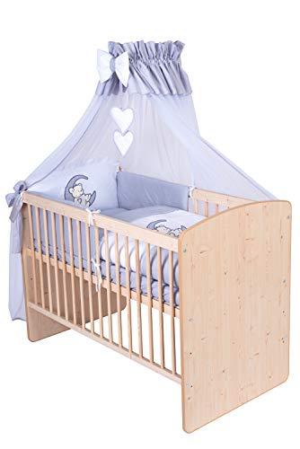 KMbaby Babybett K2 Naturholz Frabe 120x60 mit 10tlg Bettwäsche Set Matratze Gitterbett Teddy auf dem Mond grau