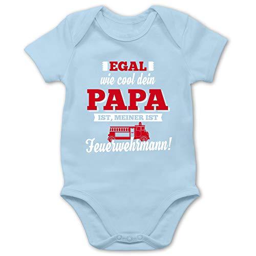 Shirtracer Statement Sprüche Baby - Egal wie Cool Dein Papa meiner ist Feuerwehrmann - 6/12 Monate - Babyblau - Baby Feuerwehr - BZ10 - Baby Body Kurzarm für Jungen und Mädchen