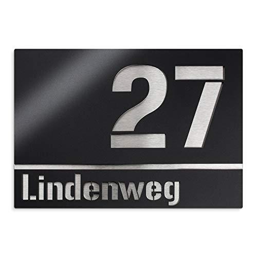 Metzler Moderne Edelstahl Hausnummer in schwarz - Namensschild - rostfrei & UV-beständig - Türschild inkl. Gravur - Hausnummernschild aus Edelstahl, Größe: 25 x 17,5 cm