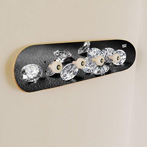 skate-home Perchero Pared Original, Madera,Cuatro Colgadores. Diseño de Diamantes Diamond Fondo Negro.
