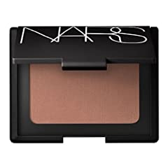 Fills in lines and pores for smoother looking skin Sheer color enhances or creates the look of tanned skin Subtle shimmer adds glow Imperceptible finish ideal for all skin tones Brown with golden shimmer