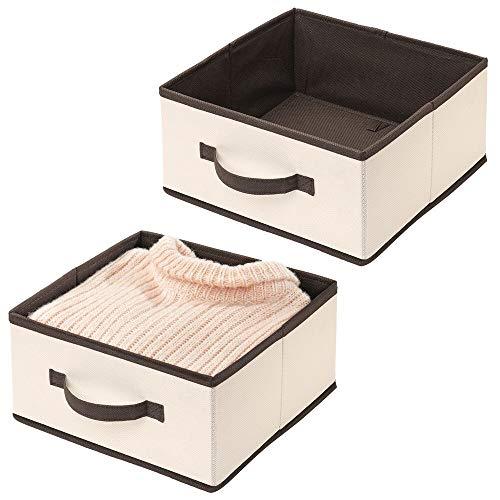 mDesign 2er-Set Aufbewahrungsbox für Kleidung, Accessoires oder Kosmetik – Stabiler Regalkorb mit Griff – Kleideraufbewahrung aus Stoff für das Regal oder den Schrank – Creme und braun