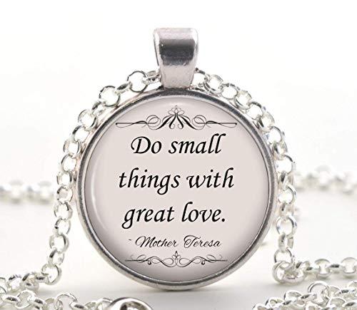 Collar con cita de madre Teresa, colgante de plata con cita inspiradora, joya única para regalo católico.