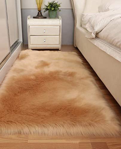 HARESLE Kunstfell-Teppich, weich, flauschig, rutschfest, für Schlafzimmer, Wohnzimmer, Kinderzimmer 23.6x35.4 inch Camel