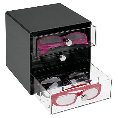 mDesign Cajas para gafas de sol – Cajoneras de plástico con 3 compartimentos – Organizador de armarios para guardar todo tipo de gafas – transparente y negro