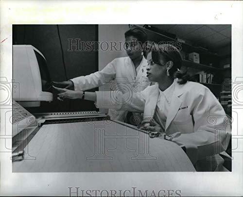 Historic Images -1991 Press Photo DRS. Nancy and Sandy Jones at Baylor College of Medicine.