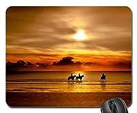 サンセットでビーチで馬に乗るファッションが流行するマウスパッド、ファッションが流行するマウスパッド(サンセットファッションが流行するマウスパッド)