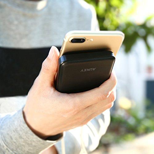 AUKEY Powerbank 10000mAh, Caricabatterie Portatile con 2 Porte, Batterie Esterne Compatto per iPhone, Samsung, Tablet
