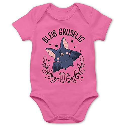 Shirtracer Halloween Baby - Bleib gruselig mit süßer Fledermaus - 12/18 Monate - Pink - Geschenk - BZ10 - Baby Body Kurzarm für Jungen und Mädchen