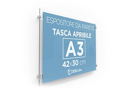 Espositore in plexiglass di ALTISSIMA qualità, da parete, targa a tasca apribile in plexiglass, porta avvisi e depliant formato A3 orizzontale 42×30 cm, completa di distanziali in alluminio