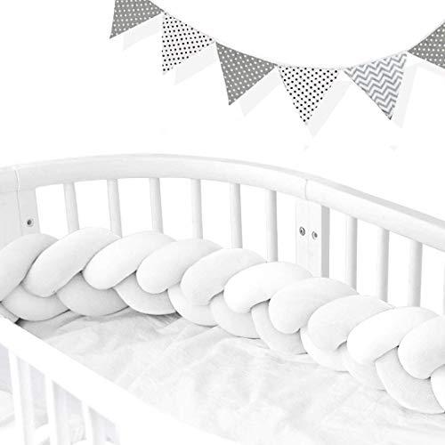 AngelaKerry Bettumrandung geflochten Bettschlange Babybett Stoßstange Baby Nestchen Weben Kantenschutz Kopfschutz Länge 2m Dekoration für Krippe Kinderbett (Weiß Mit Wimpelkette)