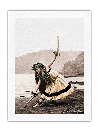 Pacifica Island Art Pua with Sticks (Kala'au) – Hawaiian Hula Dancer – Fotografía vintage en tono sepia por Alan Houghton c. 1960 – Tela Dupioni 100% seda pura impresión de 60 x 81 cm