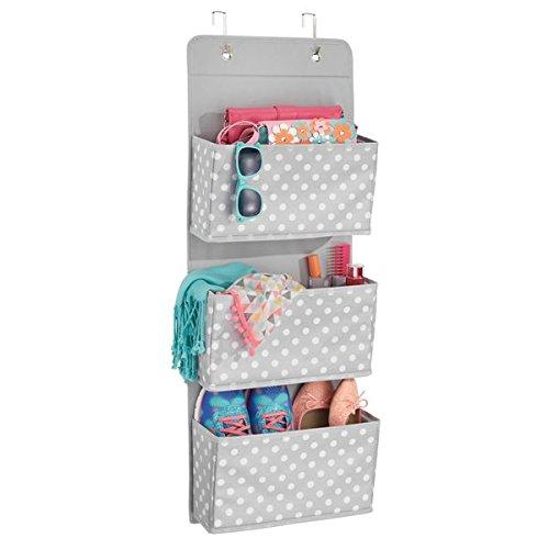 mDesign Colgador de armario con 3 bolsillos – Organizador de accesorios, zapatos y ropa – Organizador para colgar en el armario o puerta – gris/blanco