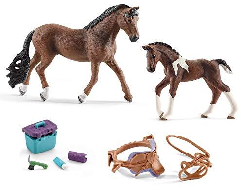 4in1-SET Schleich Pferde Horse Club - Trakehner Hengst mit Fohlen + Sattel Zaumzeug und Pflegeset 13909 + 13758 + 42165 + 42366