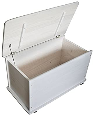 Caja/Baúl de almacenamiento con tapa. La bisagra de la tapa evita el cierre automático. Tiene 4 ruedas dobles móviles que facilitan el transporte - también se puede usar sin ruedas. La caja/ Baúl esta hecho de madera de pino macizo, con un esmaltado ...