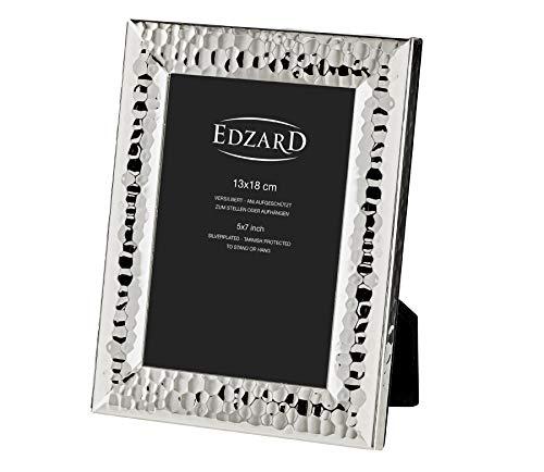 EDZARD Bilderrahmen Gubbio für Foto 13 x 18 cm, edel versilbert, anlaufgeschützt, mit Samtrücken, inkl. 2 Aufhängern, Fotorahmen zum Stellen und Hängen