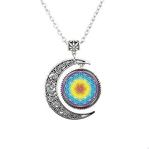 Collar con diseño de flor de la vida y luna
