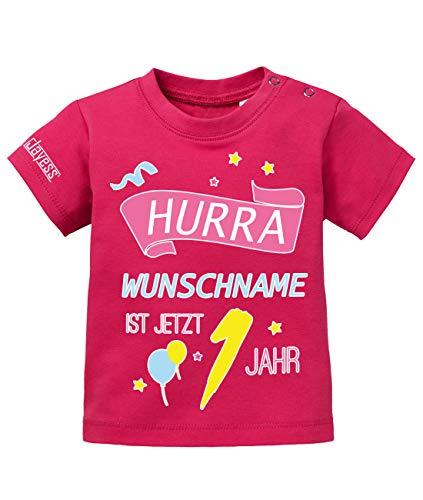 Jayess Baby Shirt Mädchen zum 1 Geburtstag - Hurra Wunschname ist jetzt 1 Jahr - personalisierbar mit Kindername - in Sorbet Gr. 80/86