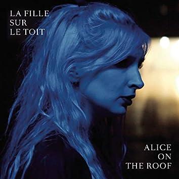 La fille sur le toit