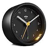 Orologio Sveglia Analogico Classico Braun con Funzione Snooze e Luce, Movimento al Quarzo silenzioso, Suono Sveglia Beep con crescendo, colore nero, modello BC12B.
