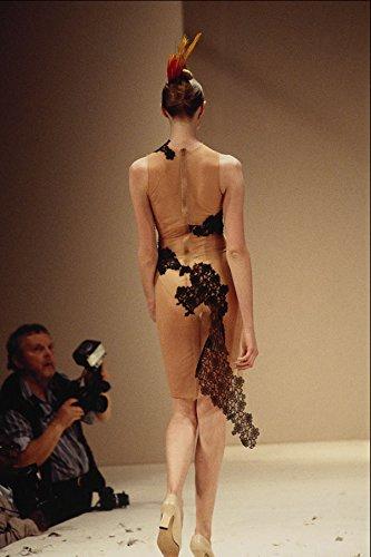 709013 Alexander McQueen Lace Dress - Póster (A4, 25,4 x 20,3 cm)