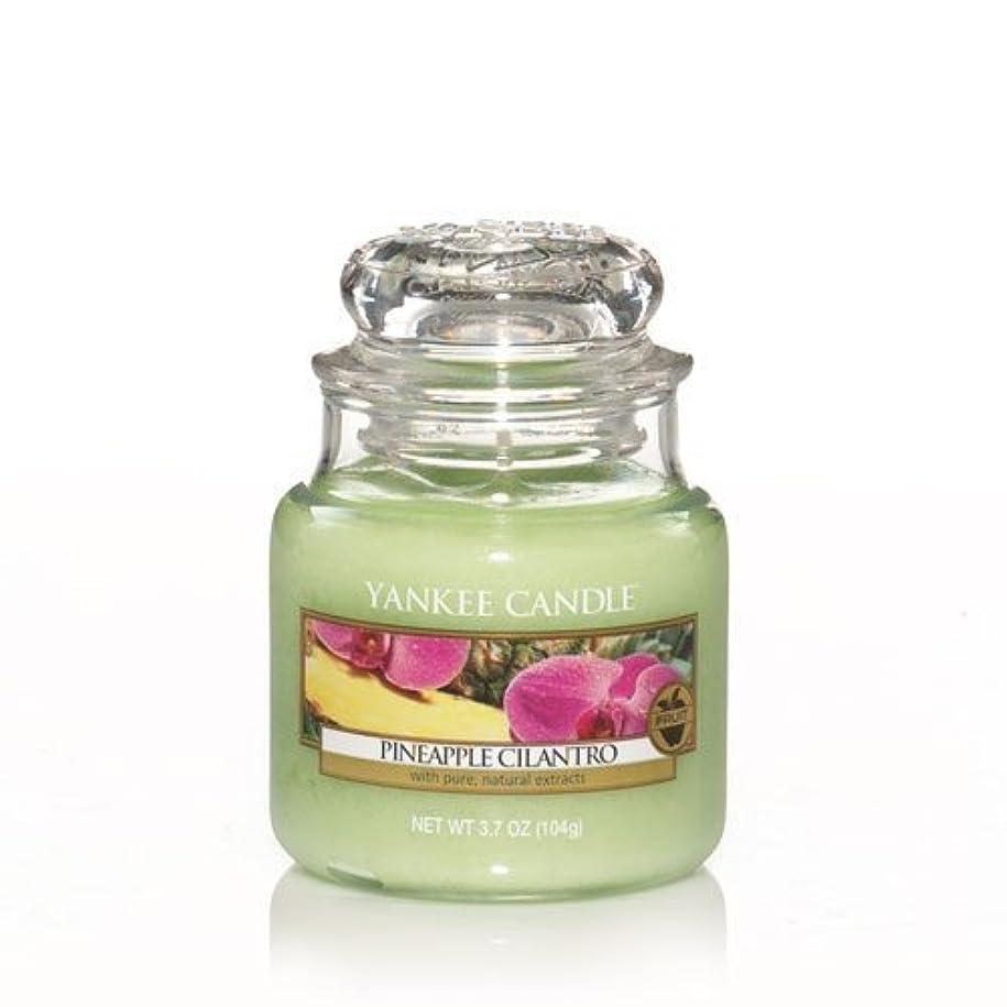魔術フェロー諸島チロYankee Candle Pineapple Cilantro Small Jar Candle, Fruit Scent by Yankee Candle Co. [並行輸入品]