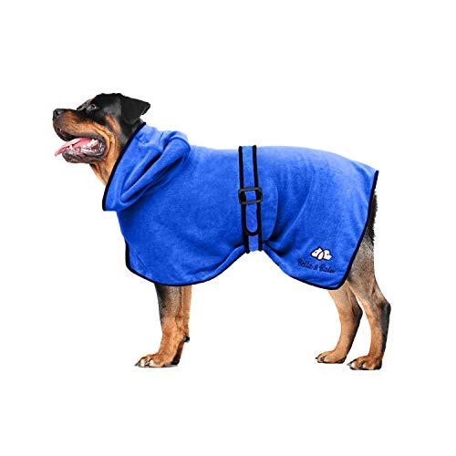 Bella & Balu Hundebademantel aus Mikrofaser + Pfotentuch – Saugfähiger Hunde Bademantel zum Trocknen nach dem Baden, Schwimmen oder Spaziergang im Regen (L | Blau)